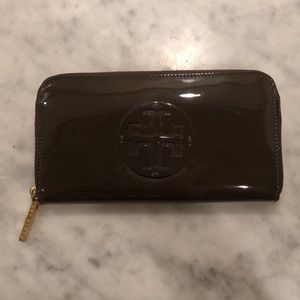 TORY BURCH 🌹 Brown Patent Leather Wallet